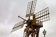 Moulins à vent Lanzarote Afrique Espagne de trou le ciel Photographie stock libre de droits