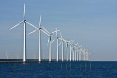 Moulins à vent le long de la digue Photo libre de droits