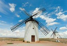 Moulins à vent médiévaux Image libre de droits