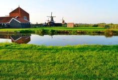 Moulins à vent néerlandais en été Photographie stock libre de droits