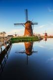 Moulins à vent néerlandais traditionnels du canal Rotterdam holland Photographie stock libre de droits