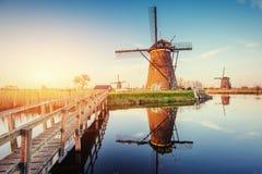 Moulins à vent néerlandais traditionnels du canal Rotterdam holland Photos libres de droits
