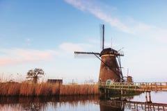 Moulins à vent néerlandais traditionnels du canal Rotterdam holland Images libres de droits