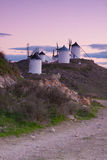 Moulins à vent sur l'horizon Image stock