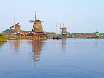Moulins à vent traditionnels chez Zaanse Schans aux Pays-Bas Photo libre de droits