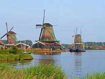 Moulins à vent traditionnels chez Zaanse Schans aux Pays-Bas Photographie stock
