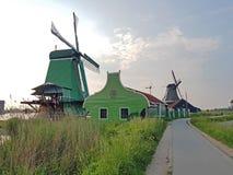 Moulins à vent traditionnels chez Zaanse Schans aux Pays-Bas Image libre de droits