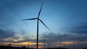 Moulins d'énergie éolienne, Thaïlande banque de vidéos