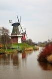 Moulins de vent dans Greetsiel, Allemagne Image stock