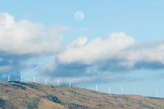 Moulins de vent ou turbines de vent sur Maui Photographie stock