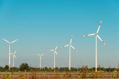 Moulins de vent pendant le lumineux Photos libres de droits