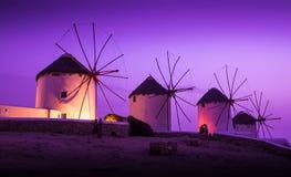 Moulins sur l'île grecque Photo stock