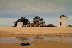 Moulins traditionnels de marée. Images libres de droits
