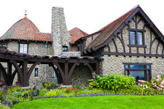 Moultonborough, NH,美国- 2012年11月2日:在云彩的城堡 免版税图库摄影