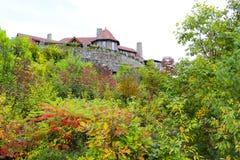 Moultonborough, NH,美国- 2012年11月2日:在云彩的城堡 图库摄影