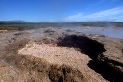 Moulu entourant un geyser dormant en Islande Photographie stock libre de droits