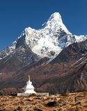 Mount Ama Dablam with stupa near Pangboche village. Way to mount Everest base camp - Khumbu valley - Nepal Stock Image
