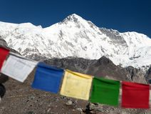 Mount Cho Oyu with prayer flags Royalty Free Stock Photos