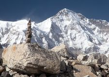 Mount Cho Oyu with stone man - way to Cho Oyu base camp Royalty Free Stock Images