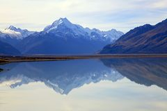 Mount cook at lake pukaki Royalty Free Stock Images