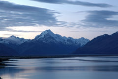 Mount cook and lake pukaki Royalty Free Stock Images