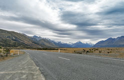Mount Cook Road (State Highway 80) along the Tasman River leading to Aoraki / Mount Cook National Park and the village Stock Images