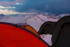 Mount Elbrus Ryssland, flera tält på stationsskydd 11 Fotografering för Bildbyråer