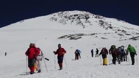 2013 08 Mount Elbrus, Ryssland: Klättring till det Elbrus berget stock video