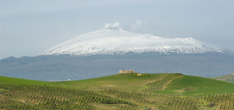 Mount Etna And Farmhouse On The Hill Royalty Free Stock Images