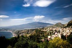 Mount Etna från Taormina Royaltyfria Bilder