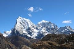 Mount Everest über 5.000 Bergsteigern haben erfolgreich stockbilder