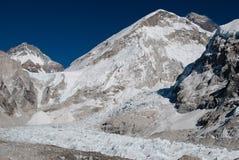 Mount Everest за Lotse Стоковое Фото
