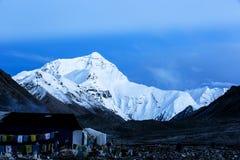 Mount Everest на рассвете Стоковые Фотографии RF