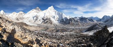 Mount Everest with beautiful sky and Khumbu Glacier Royalty Free Stock Photos