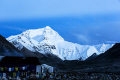 Mount Everest at the dawn Royalty Free Stock Photos