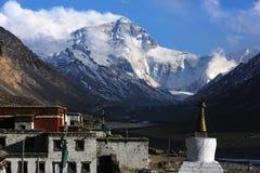 Mount Everest och bomullsflanelltempel royaltyfri foto