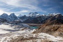 Mount Everest och Gokyo panorama- landskap för sjö royaltyfri foto