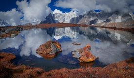 Mount Everest-Reflexion Stockbilder
