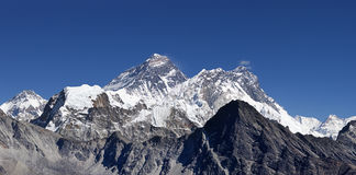 Mount Everest. And surrounding peaks viewed from Gokyo Ri Royalty Free Stock Photos