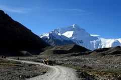 Mount everest from the trail of base camp stock image