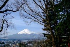 Mount Fuji от взгляда пагоды Chereito Стоковое Изображение RF