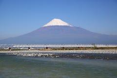 Mount Fuji och Shinkansen royaltyfri bild