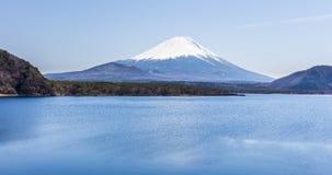 Mount Fuji på Motosu sjön Arkivbild