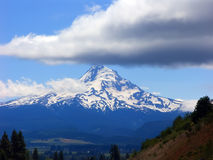 Mount Hood. With its peak tipped with clouds Royalty Free Stock Photography