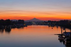 Mt Hood over Columbia River at Dawn in Oregon royalty free stock photos