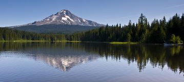 MT Hood Trillium lake Panoramic Outdoor Scene Royalty Free Stock Photos