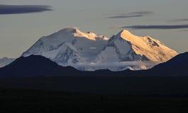 Mount McKinley на заходе солнца Стоковая Фотография