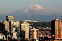 Free Mount Rainier And Seattle Stock Photography - 3162312