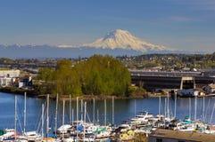 Mount Rainier från Thea Foss Waterway i Tacoma royaltyfria foton