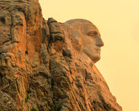 Mount Rushmore nationell minnes- Washington profil på soluppgång arkivfoto